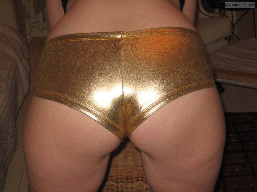 great ass, sexy shorts, gold lame, round ass