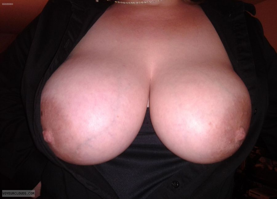 Very big tits, Large areolas, Wide nipples