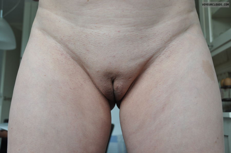 shaved pussy, labia majora, nude woman