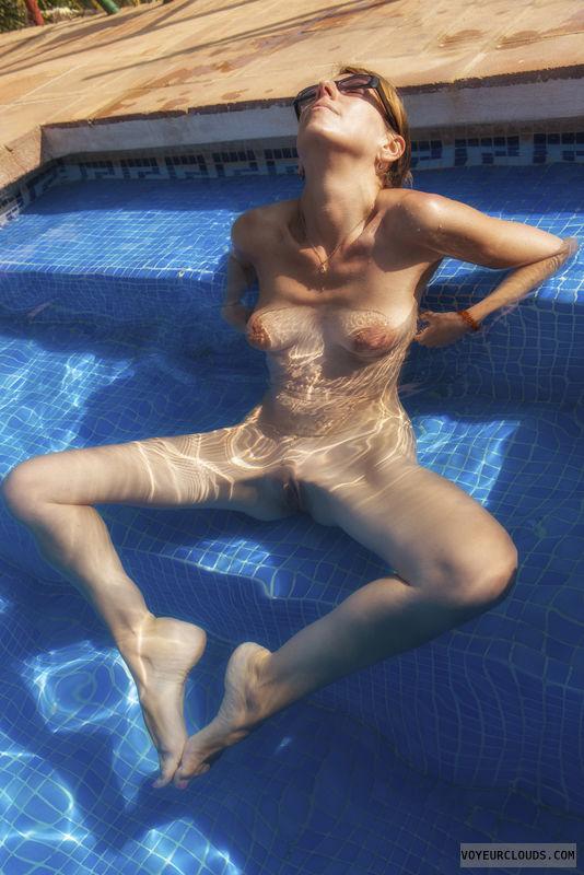 Nude valentine wife