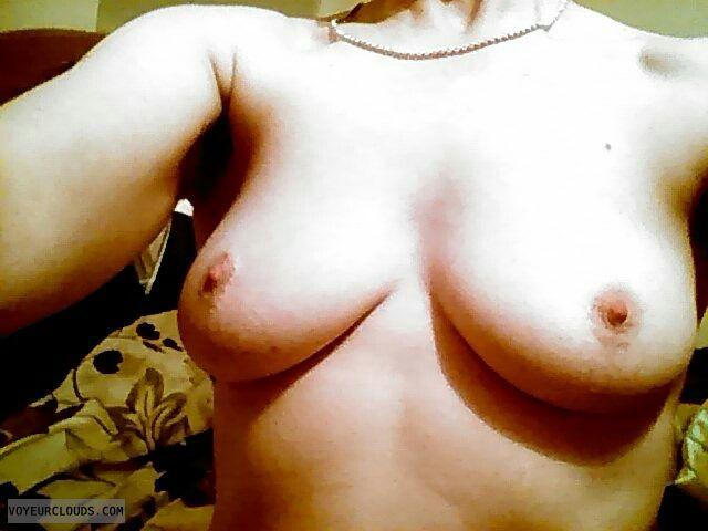 hard nipples, medium boob, medium tits, selfie