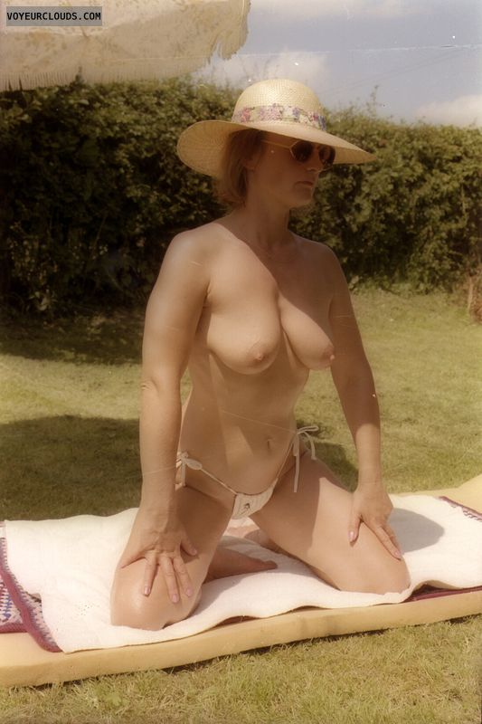Saggy tits, nipples, yvonne, mature, uotside, topless