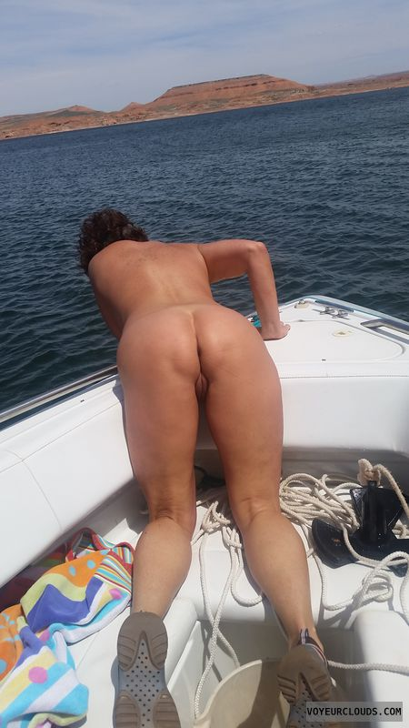 GILF ass, Naked boating, Id do her