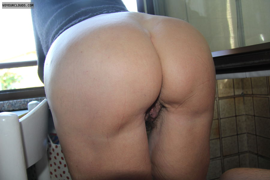 mature woman, round ass, pussy peek, wfi