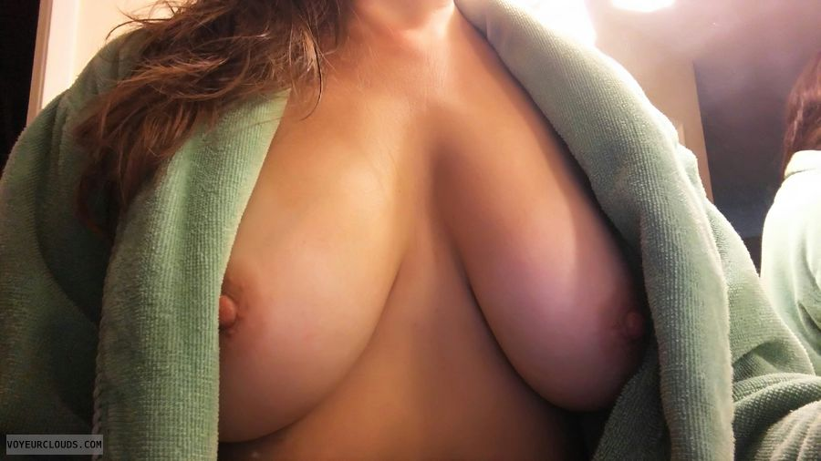 hard nipples, tits out, braless, big boobs