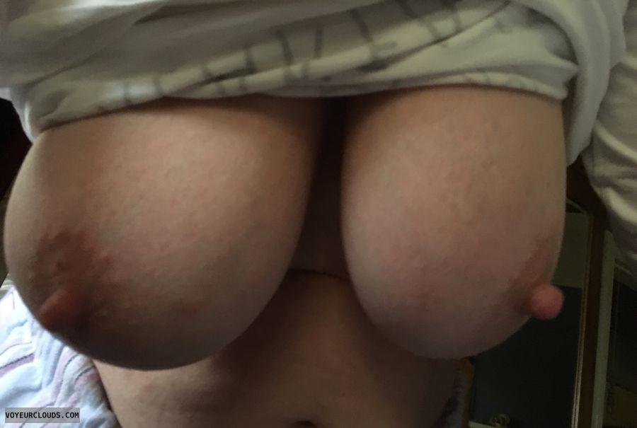 Erect nipples, big nipples, big tits, DD\'s, milf, hangers