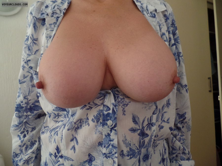 Tits out, Competition, Long nipples, Thick nipples