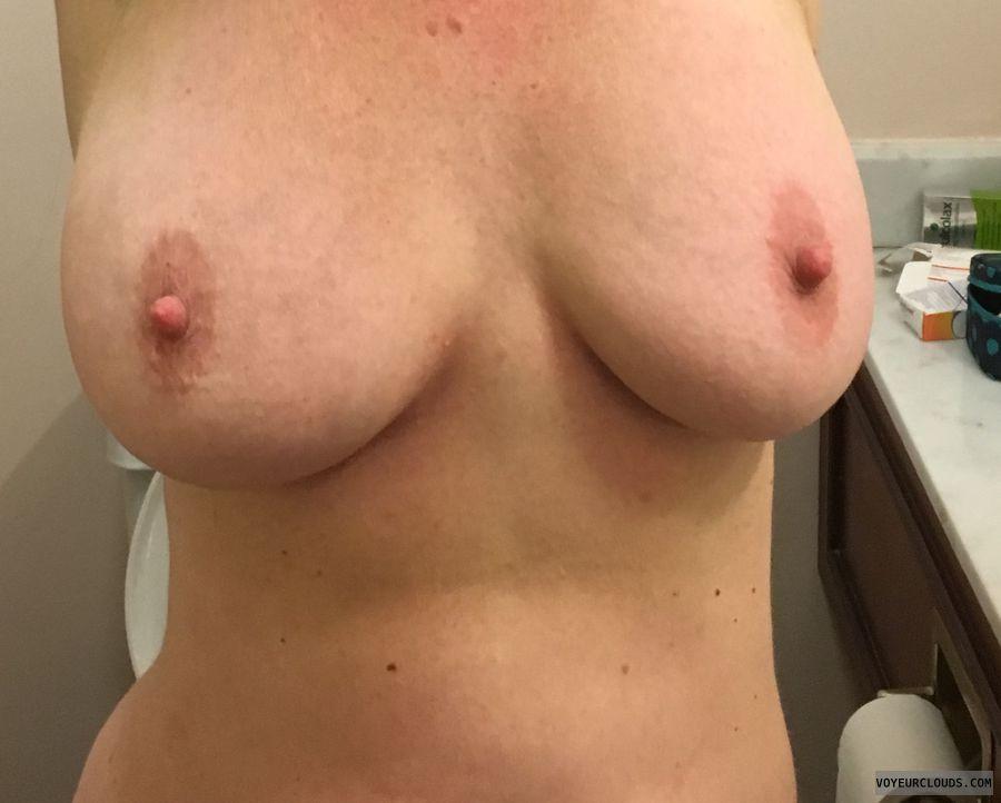 DD\'s, 36DD\'s, Big nipples, erect nipples