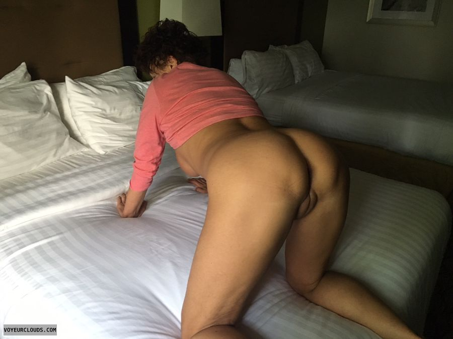 WFI pose, round ass, Puffy pussy, round butt, GILF ass