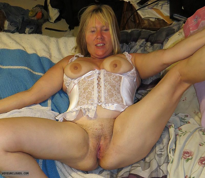 Tits out, hard Nipples, shaved Pussy, Open Pussy, Open legs