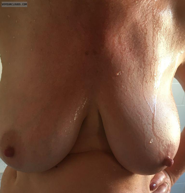 Big tits, DD\'s, erect nipples, big nipples, milf
