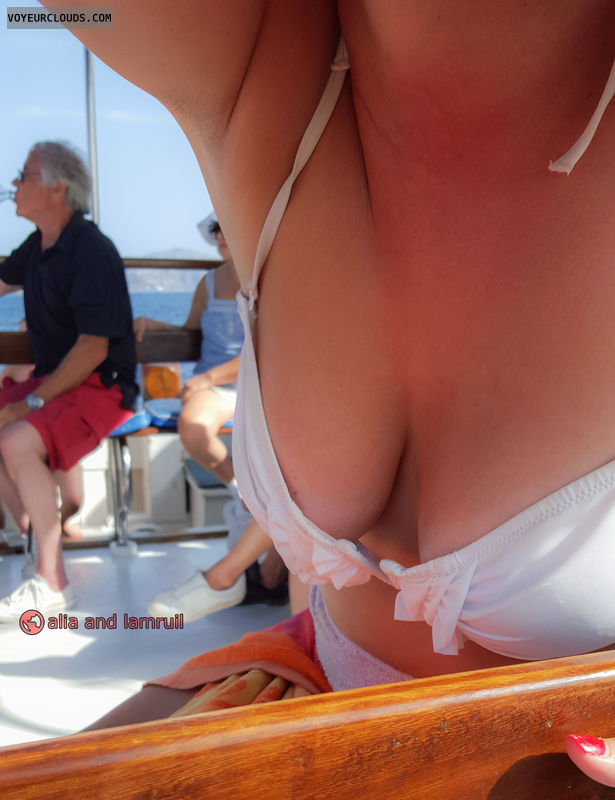 cleavage, bikini, exhibition, public, people, nipslip