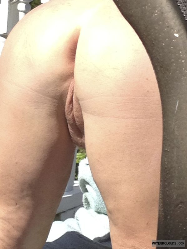 pussy lips, shaved pussy, round ass, long legs