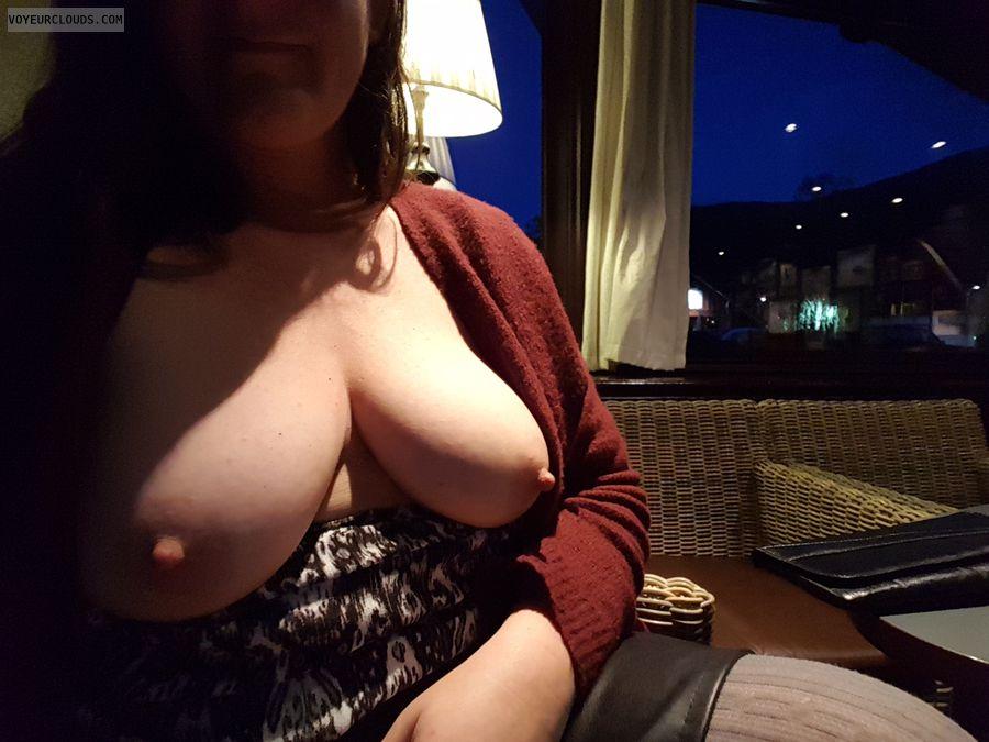 Tits, Public
