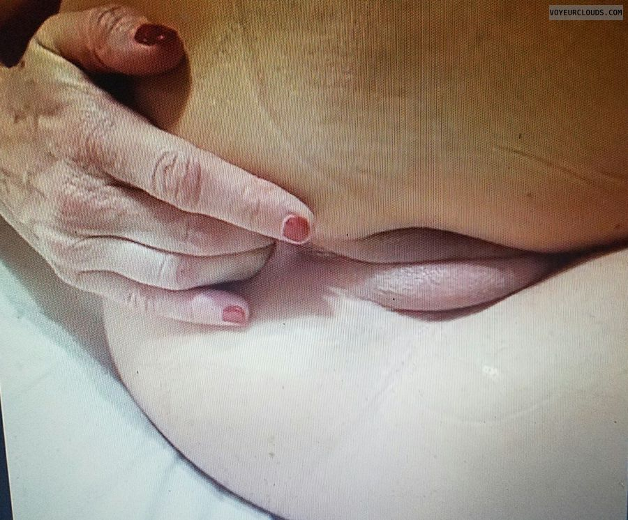 GILF ass play, Fingering add