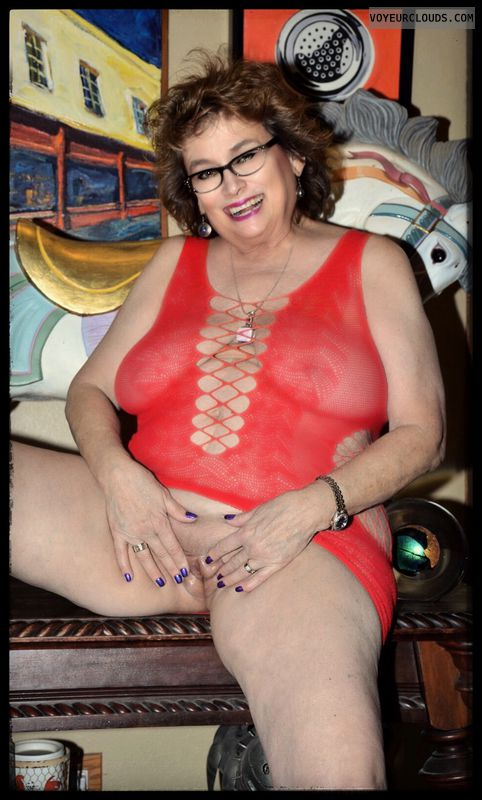 Shaved pussy, big tits, sexy smile, milf, glasses