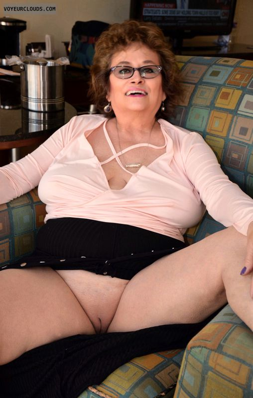 Shaved pussy, bottomless, big tits, milf, glasses
