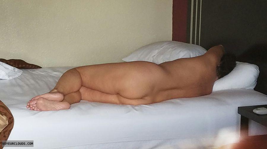 nude gilf, round ass, round butt, relax, GILF ass