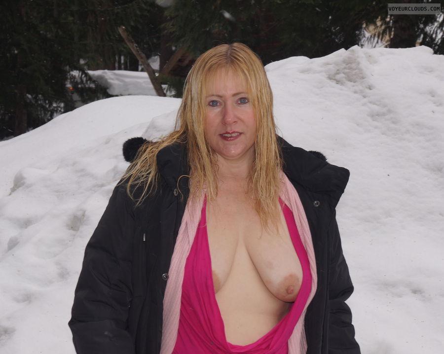 Flashing tits, open ttop, nip slip, tit, nipple, blue eyes