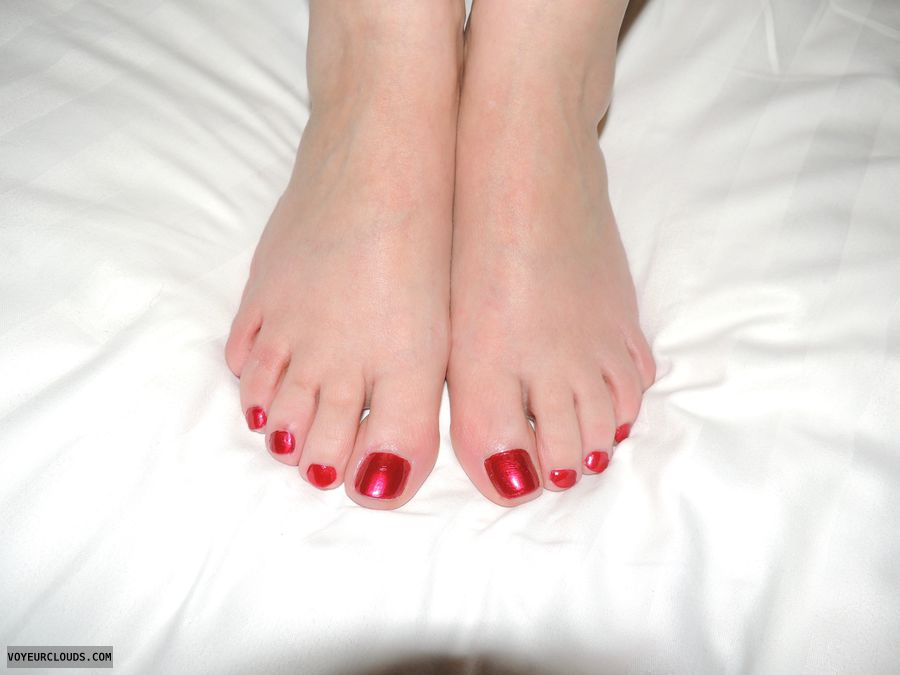 feet, bare feet, toes, painted toe nails, wife, milf
