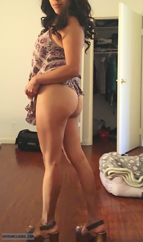 round ass, round butt, teasing, ass peek, long legs