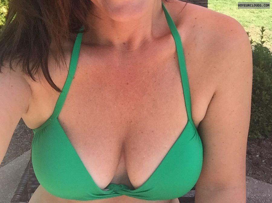 Cleavage, Boobs, milf, bikini, sun tanning, selfie
