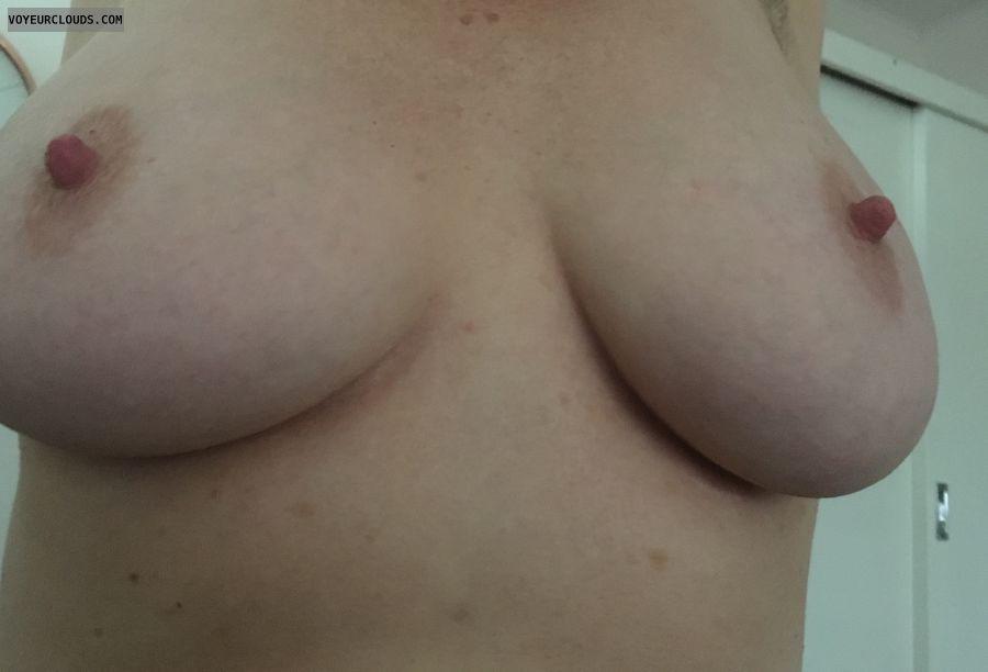 36DD\'s, big tits, big nipples, erect nipples, milf