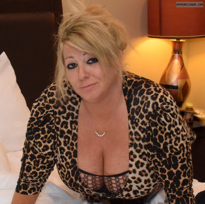 hotel, sexy, wife, mild, cleavage, bed, big boobs