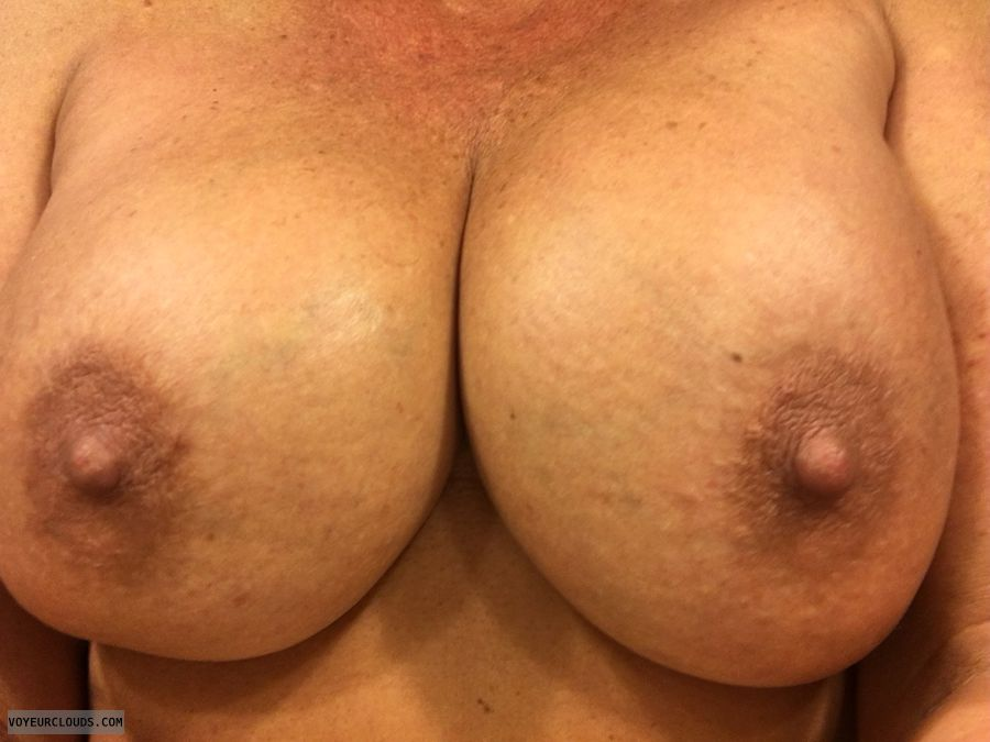 Selfie, big boobs, Enhanced boobs