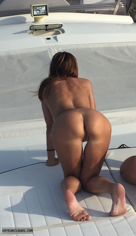 round ass, round butt, pussy peek, nude outdoors, naked woman