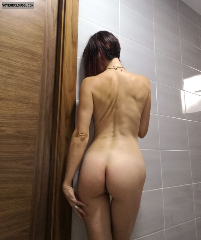 nude woman, round ass, round butt, back view