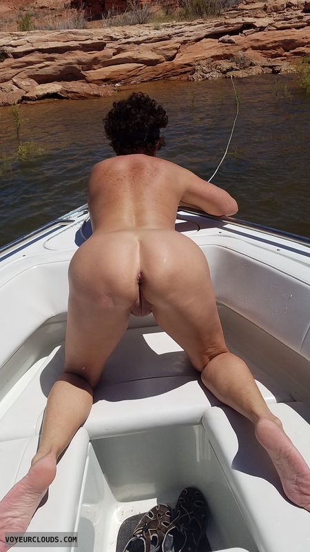 GILF add, Naked boating, WFI pose
