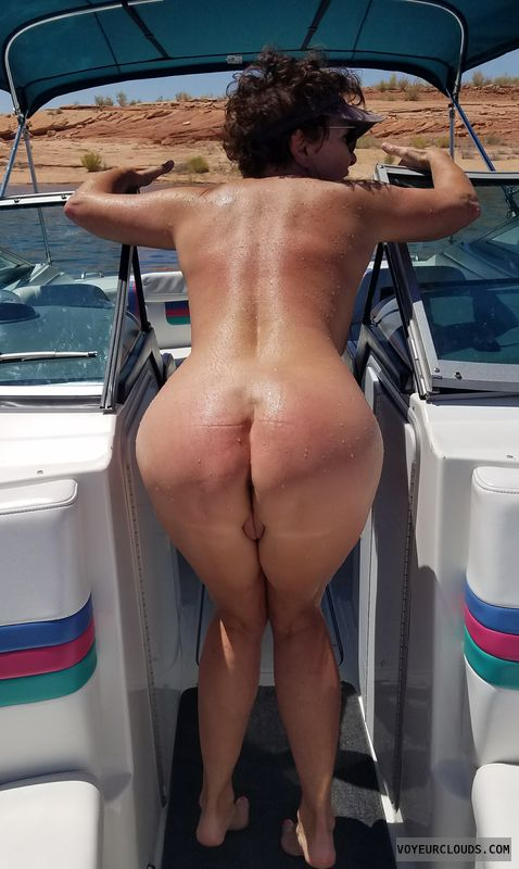 GILF ass, Sexy tanned add, Naked boating