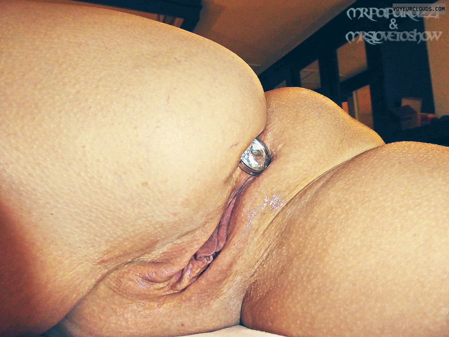 wife pussy, buttplug, shaved, smooth, wet cunt, mature pussy