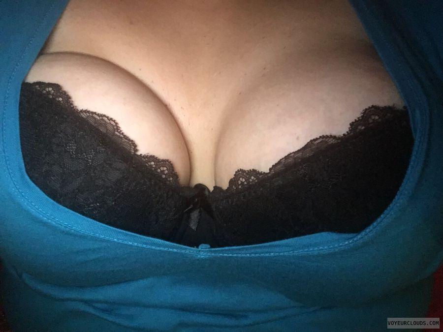 black bra, deep cleavage, big tits, big boobs