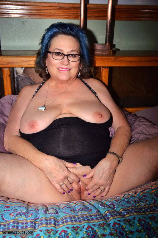 Big tits, shaved pussy, sexy smile, lingerie, glasses