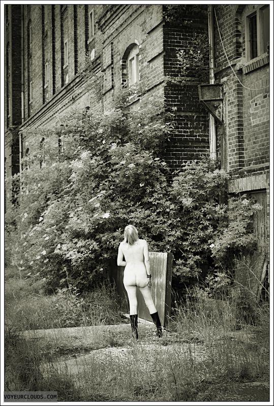 nude wife, milf, outdoor, blonde, public, boots, ass