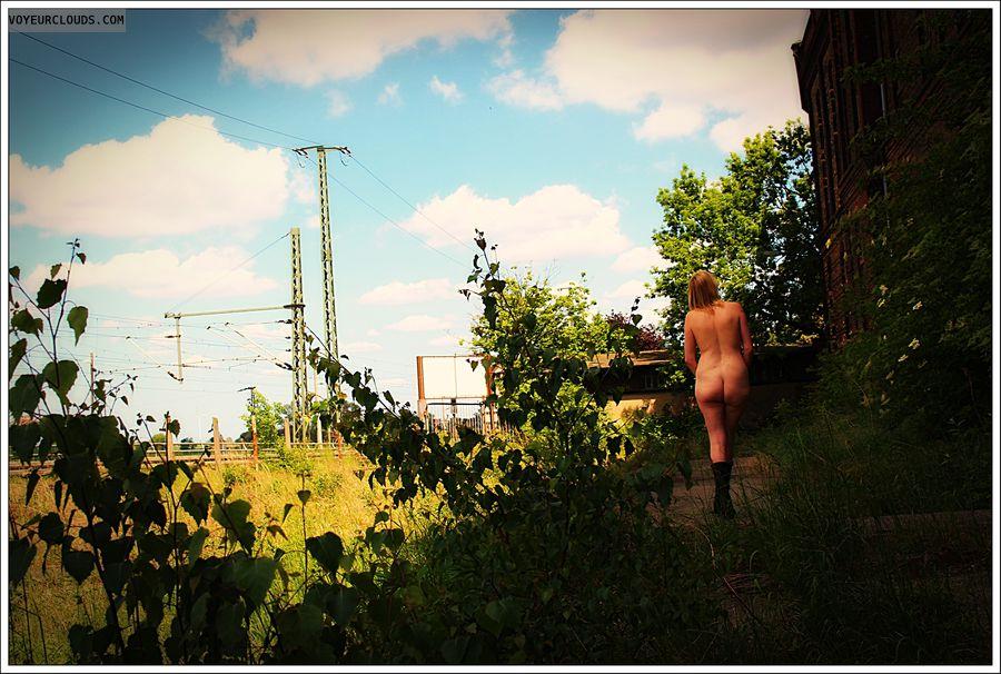 nude wife, milf, outdoor, public, ass, round butt