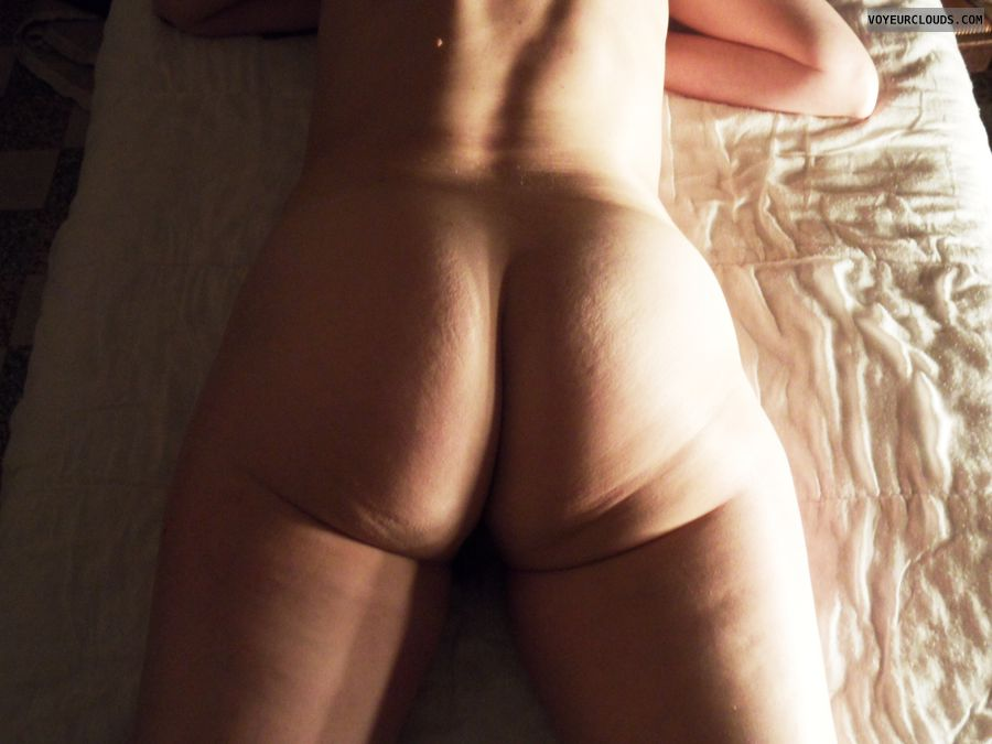 mature wife, nude, naked, bed, ass, round ass, sexy wife