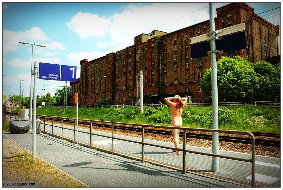 nude male, outdoor, public, ass, man\'s ass, barefeet