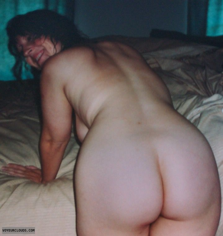 round butt, Round Ass, Wfi, nude wife, teasing