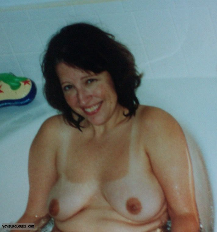 Small Tits, Dark Nipples, Sexy Smile, Bath