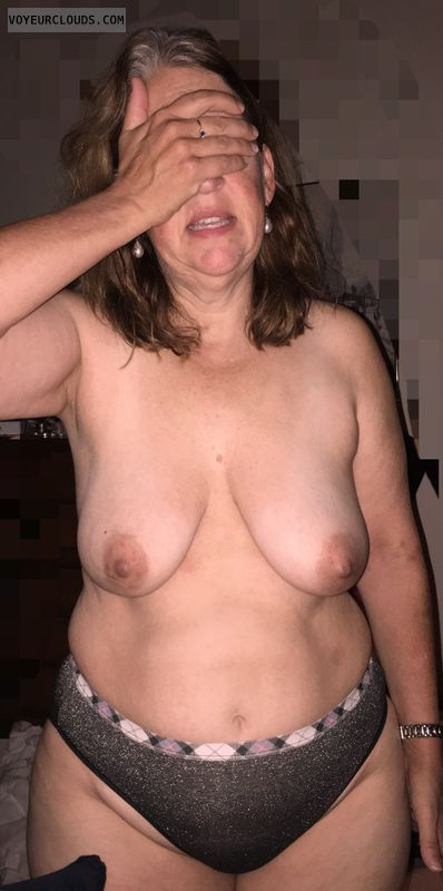 Saggy Tits, Topless, Wide Hips