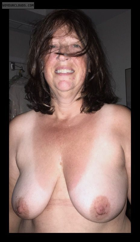 Saggy Tits, Mature, Big Boobs, Hard Nipples, Sexy Smile