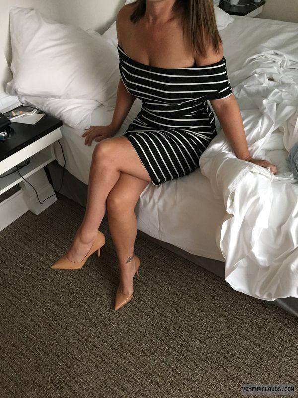 Milf, sexy legs, sexy heels, Tattoo, dress, hotel
