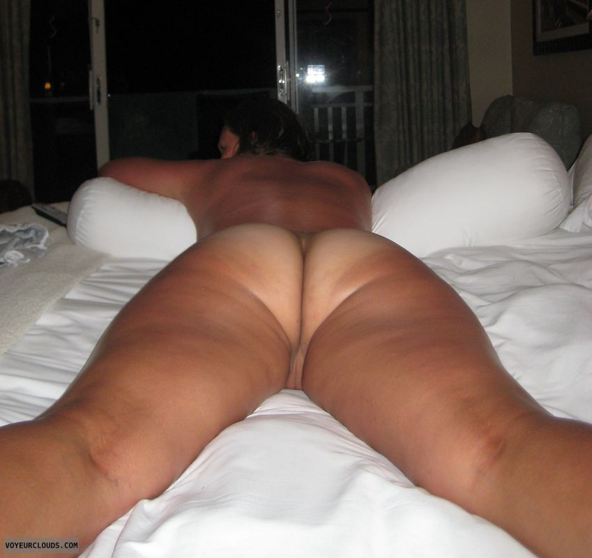 round ass, round butt, tanlines, naked woman, pussy peek
