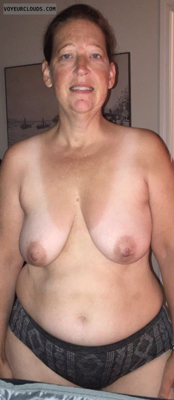 Saggy Tits, Mature, Hard Nipples, Sexy Smile, Wide Hips