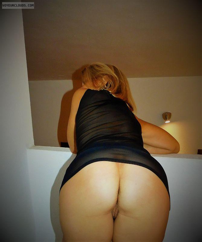 round ass, round butt, pussy peek, bottmless
