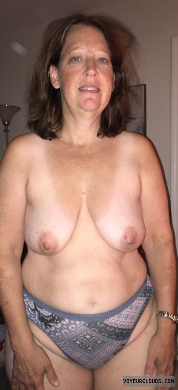 topless, Mature woman, Saggy Tits, Sexy Smile