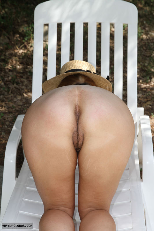round ass, milf ass, wife pussy, pussy peek, outdoor